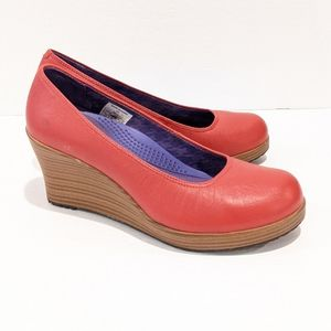 Crocs Women's red Leather wedge shoes sz 7.5